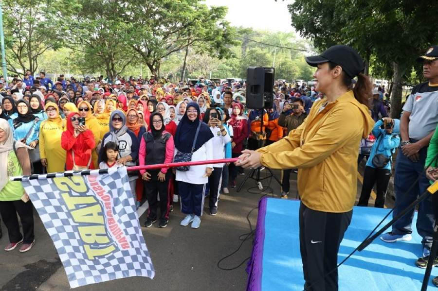 Ibu - Ibu Cantik Jalan Santai Memperingati Hari Ibu Ke-91 Tingkat Kabupaten Tangerang