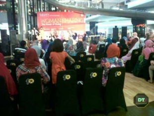 Talkshow 'Woman sharing, The Power of Giving.'  di Fx Sudirman