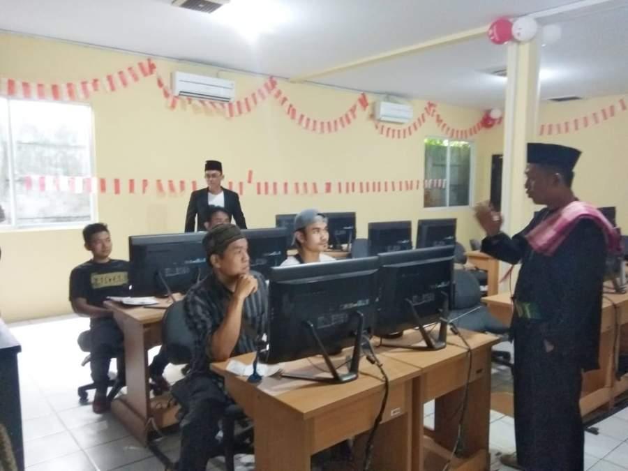 Sambut HUT RI, Pelayanan Satlantas Polresta TangerangLayani Warga di HUT RI, Polisi di Tangerang Kenakan Kostum Pejuang