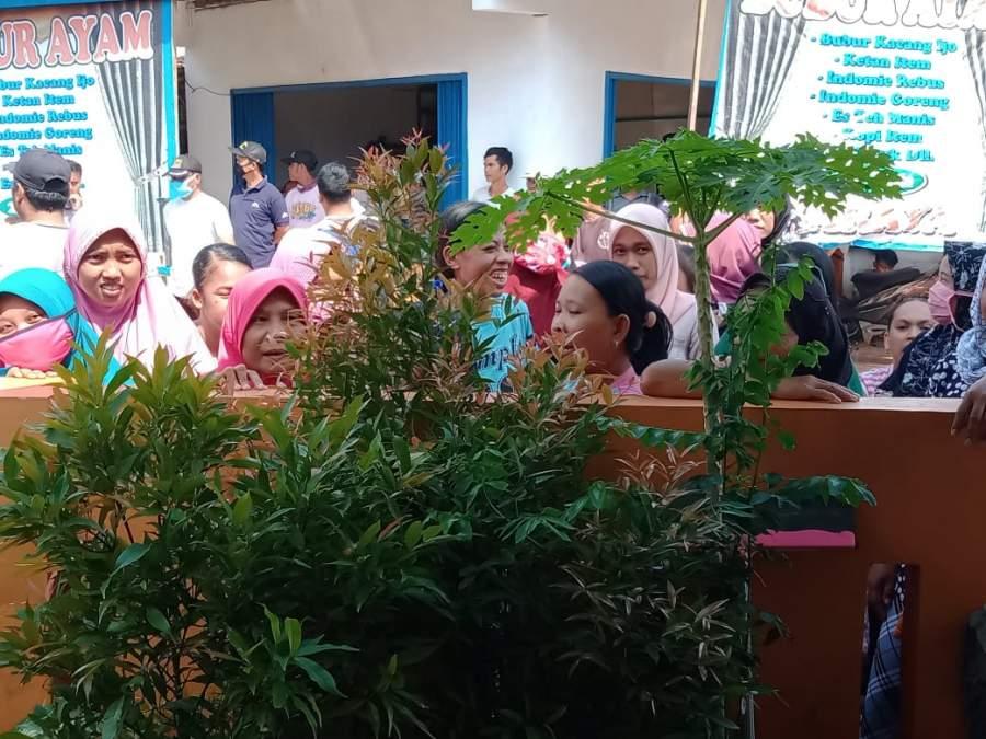 Pertanyakan BLT Dana Desa, Sejumlah Emak-emak Geruduk Datangi Desa Pabuaran