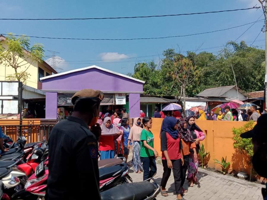 Pertanyakan BLT Dana Desa, Sejumlah Ema Ema Geruduk Datangi Desa Pabuaran