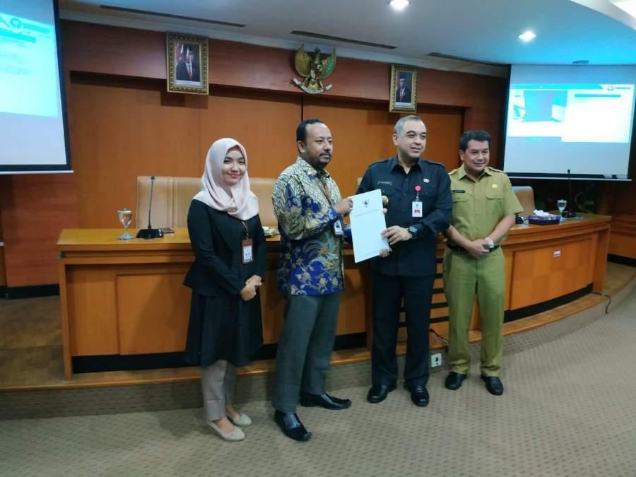 Bupati tangerang Ahmed Zaki Iskandar bersama Kepala Ombudsman RI Perwakilan Provinsi Banten Dedy Irsan dan tim.