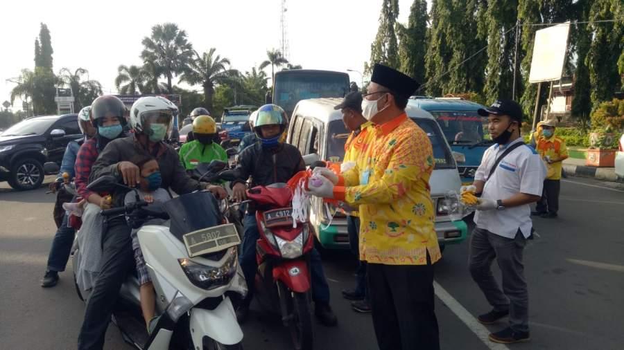 Cegah Penyebaran Covid-19, Partai Berkarya Cilegon Bagikan Ribuan Masker dan Hand Sanitizer