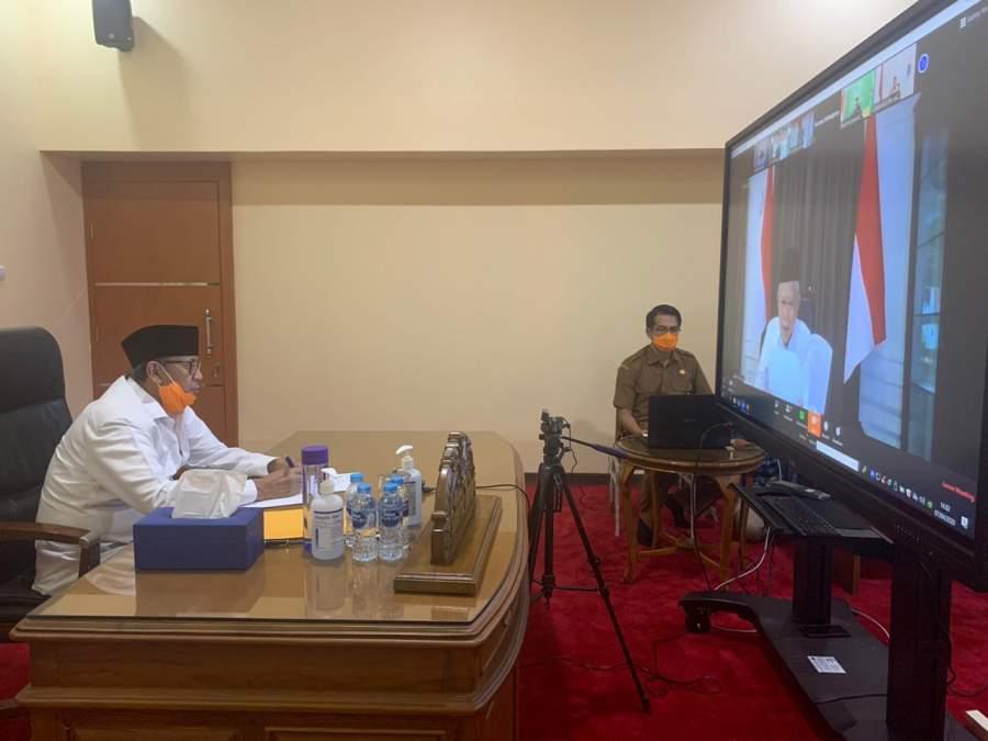 Gubernur WH saat teleconference Rapat Terbatas dengan Wakil Presiden Republik Indonesia KH Ma