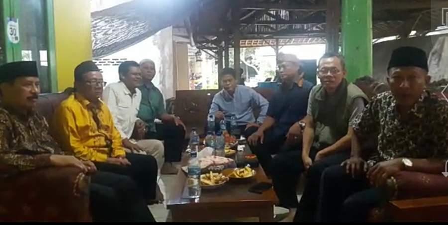 Kader Golkar saat deklarasi dukung Muhamad sebagai calon walikota Tangsel.