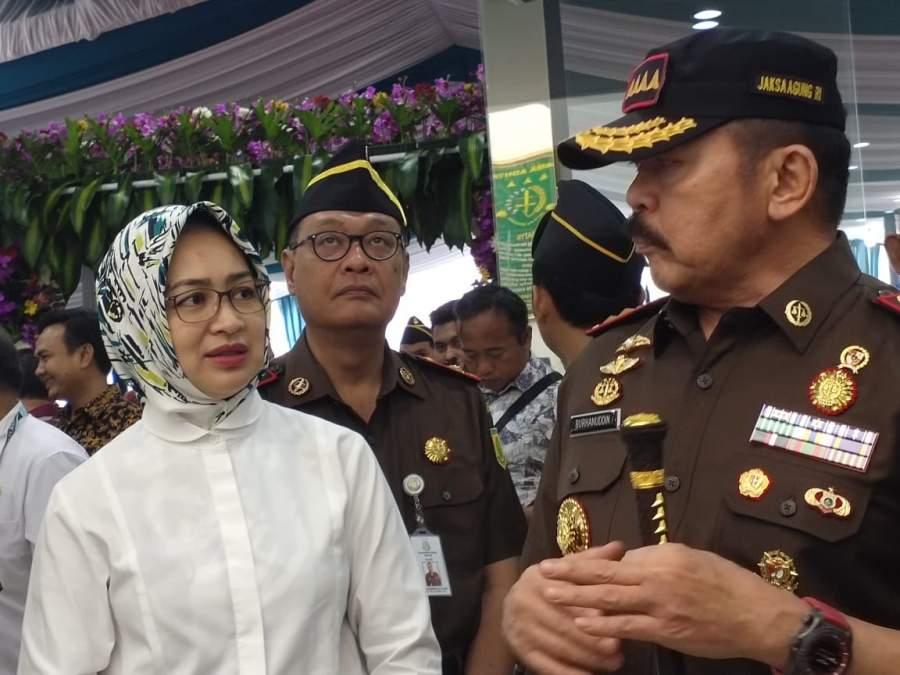 Jaksa Agung RI Burhannudin didampingi Airin Rachni Diany, saat meresmikan Gedung kantor Kejari Tangsel, Jumat (17/1/2020).