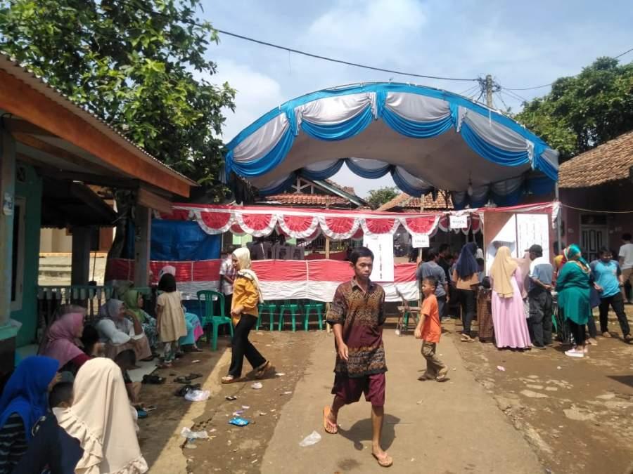 Rela Mengantri, Warga Kota Serang Antusias Hadiri Pencoblosan Pemilu 2019