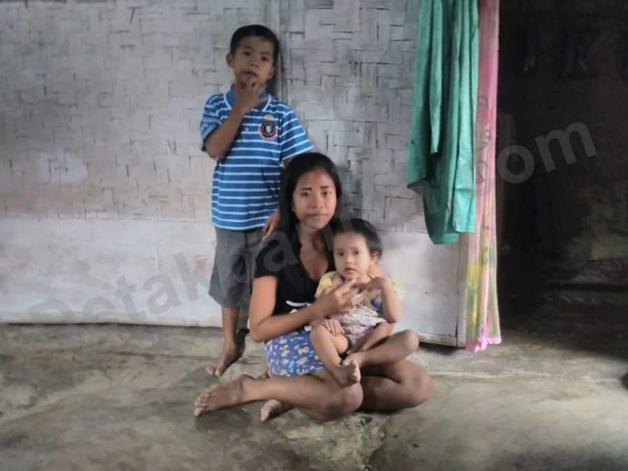 Keluarga miskin yang hudip di kolong jembatan