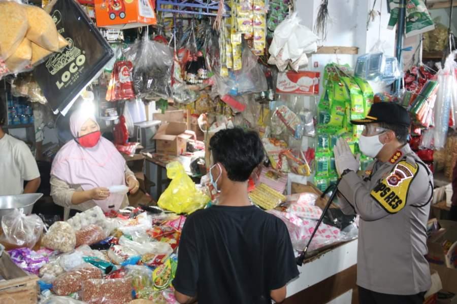 Kapolresta Himbau Pedagang Di Pasar Tigaraksa Gunakan Masker