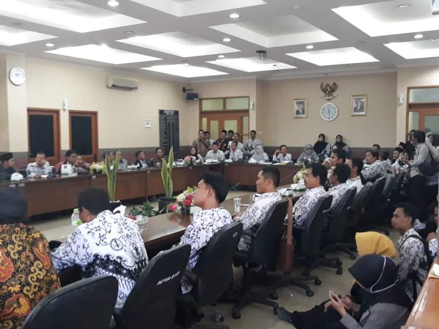 Tuntut Kesejahteraan Guru Honorer Kabupaten Tangerang Ngadu Ke DPRD