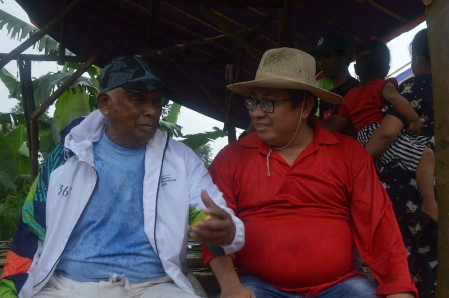 Dua maestro SMSI Taufiqqurahman Ruki dan Firdaun di Huntara di Atas Awan.