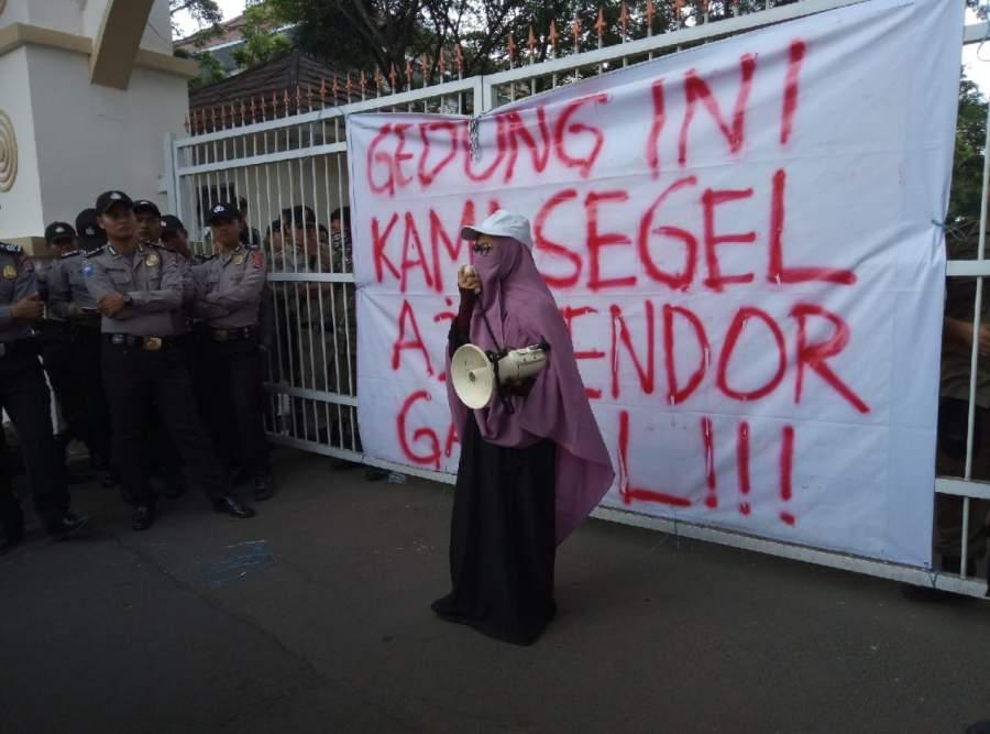 Dinilai Gagal, Mahasiswa Segel Puspemkot Serang