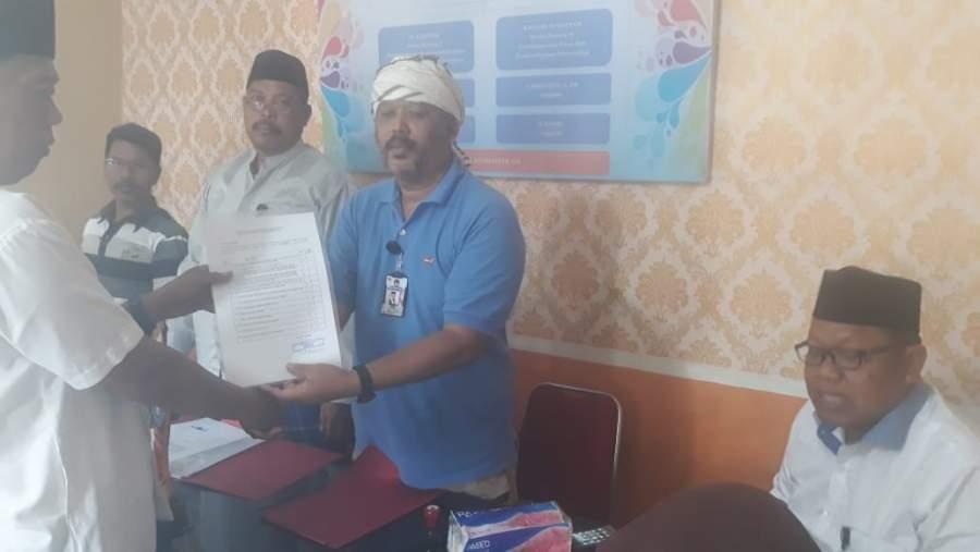 Mantan Kades Pagenjahan Serahkan Berkas Pendaftaran Pilkades