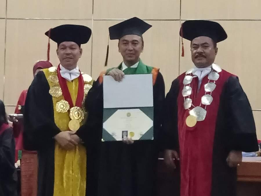 Kapolrestabes Surabaya Raih Wisudawan Doktoral Terbaik USU Medan