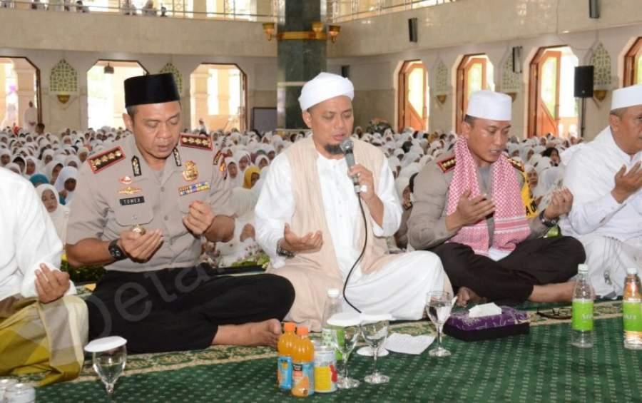 Ustad Arifin Ilham Pimpin Zikir di Masjid Al-Amjad Tigaraksa