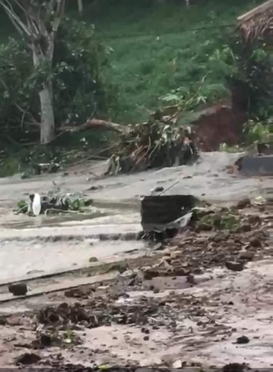 Sungai Meluap, Rumah Makan Kampung Kelapa Diterjang Banjir Bandang