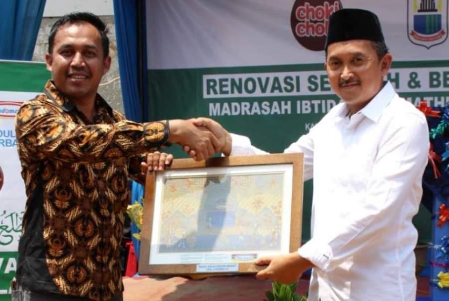 MI Mathlaul Anwar Tangkeban Terima CSR dari PT. Indomarco Prismatama