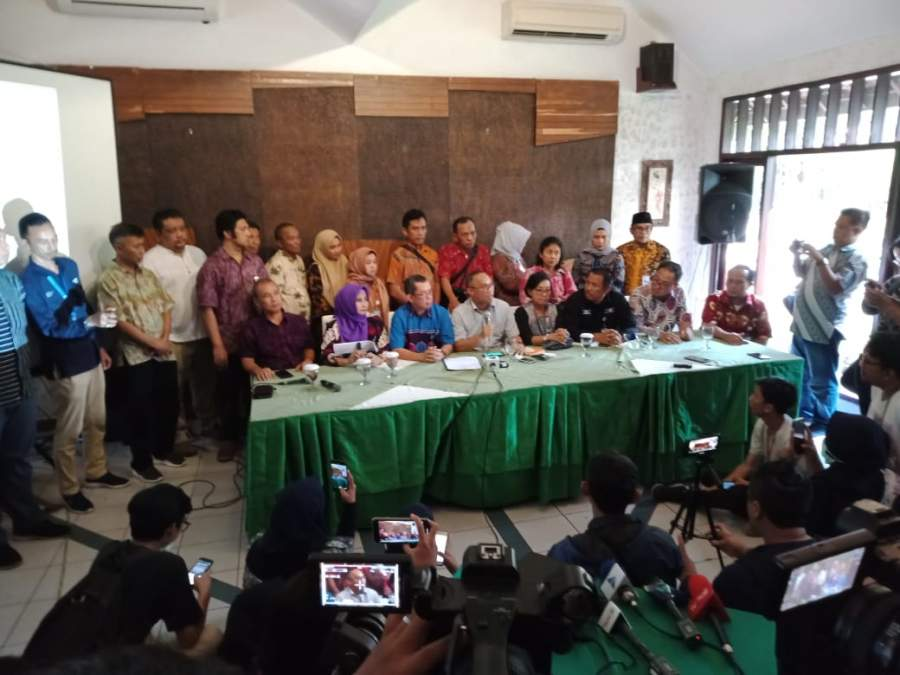 Perwakilan karyawan karyawati TVRI se Indonesia saat membaca Mosi Tidak percaya kepada Dewas LPP TVRI.