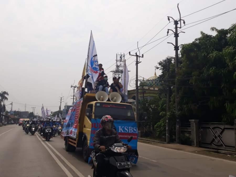 Tuntut Upah, Buruh Tangerang Demo Gubernur Banten