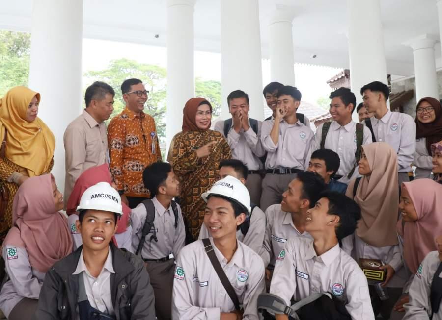 Konsen Pendidikan, Pemkab Serang Berikan Beasiswa UI hingga Biaya Hidup