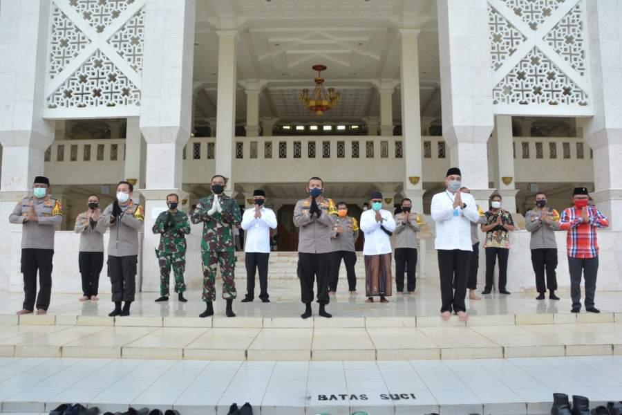 Jelang New Normal, Bupati Dan Wakil Bupati Tangerang Gelar Simulasi Pembukaan Masjid