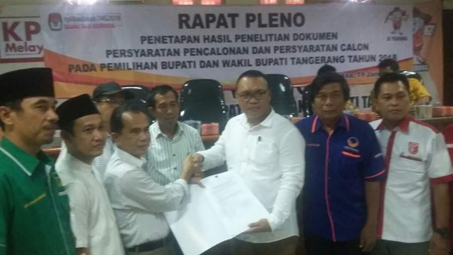 Timses Zaki-Ombi menerima hasil tes kesehatan dari KPU Kabupaten Tangerang