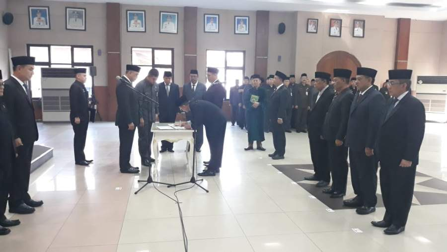 Bupati Zaki Lantik Tujuh Pejabat Eselon Dua