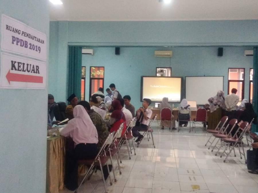 Hari Pertama PPDB SMAN 1 Kabupaten Tangerang Berjalan Lancar