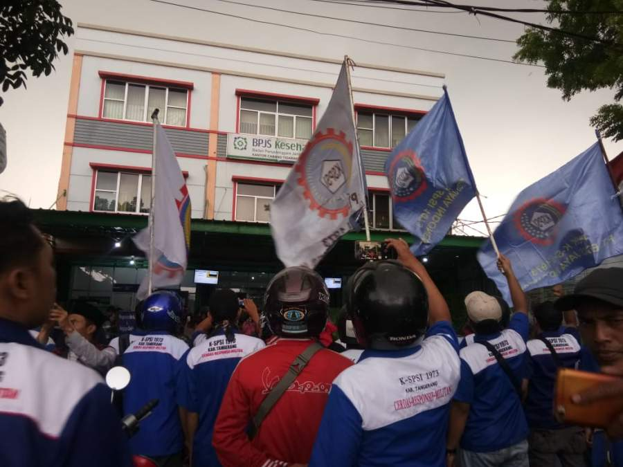Tolak Kenaikan Iuran, Buruh Tangerang Geruduk Kantor BPJS