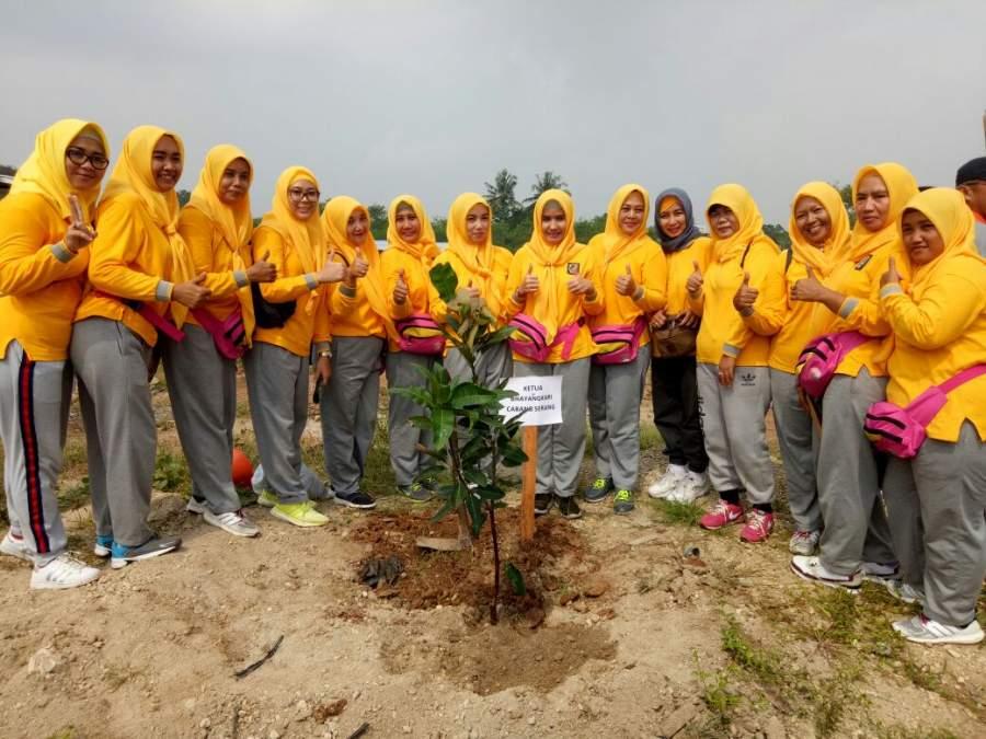 Sambut Hari Buruh, Polres Serang dan Serikat Buruh Tanam Pohon Bersama