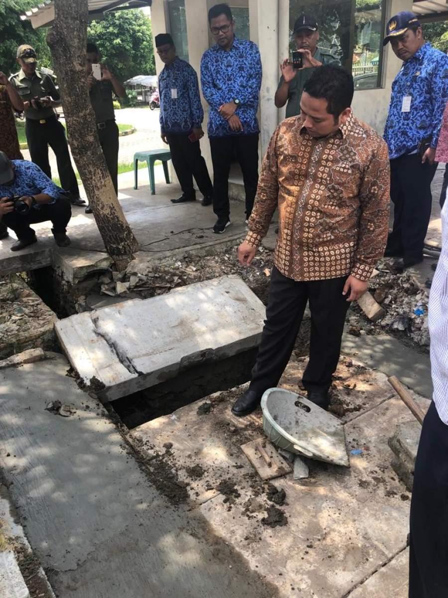 Walikota Tangerang Tinjau Pembangunan Drainase Di Larangan