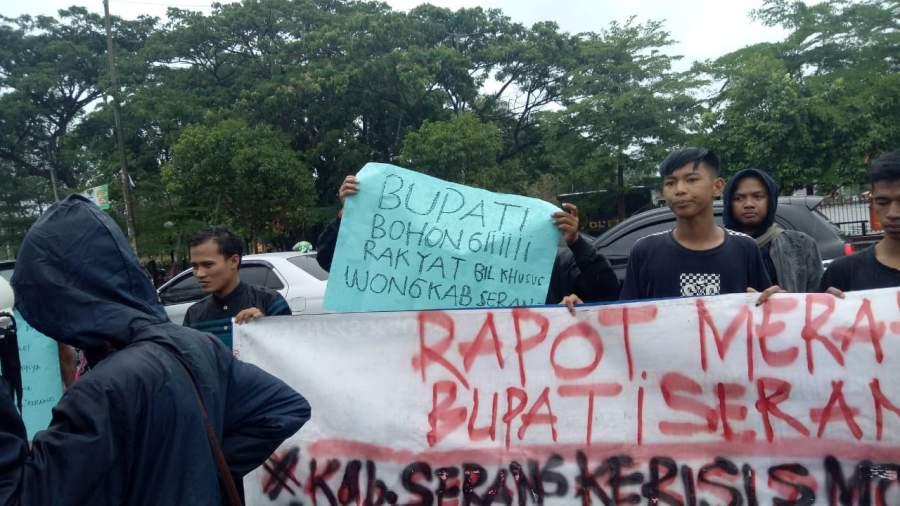 BEM Serang Lakukan Aksi Suarakan Raport Merah Bupati Serang