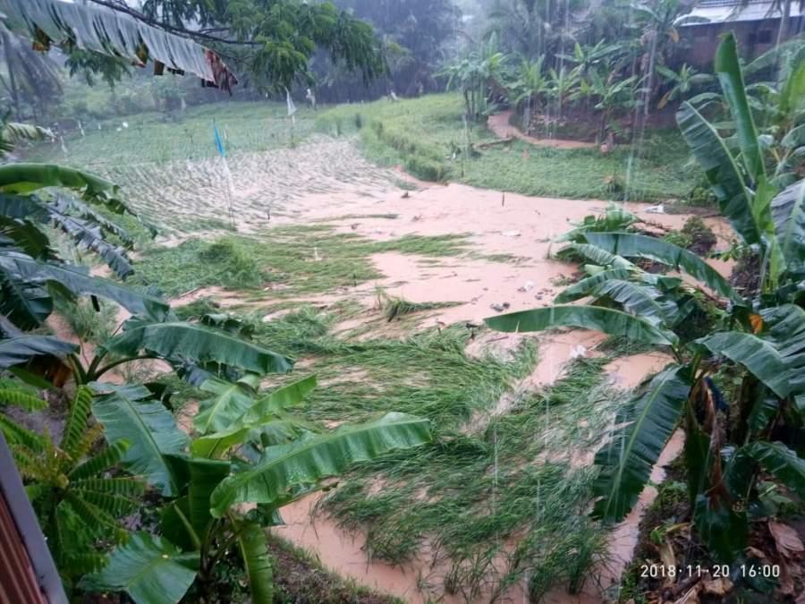 Kampung Cihareno Terendam Air Bercampur Lumpur