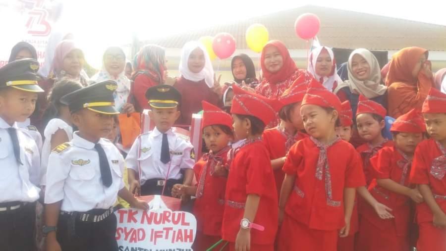 Karnaval HUT RI, Siswa TK Nurul Irsad Iftiah Tampilkan Baju Pilot