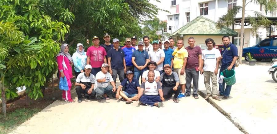 Kerja Bakti Masal, Warga Belendung Tanam Pucuk Merah di Bantaran Kali Cisadane