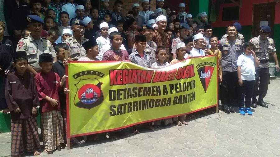 Bakti sosial yang dilakukan Brimob Polda Banten di Ponpes Tahfidz Ibnu Abbas