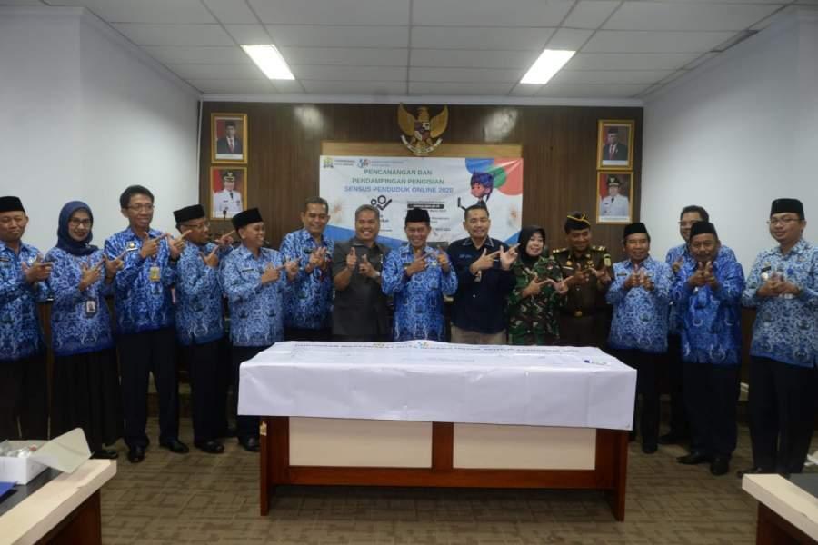Wali Kota Syafrudin bersama BPS Kota Serang saat pencanangan sensus penduduk