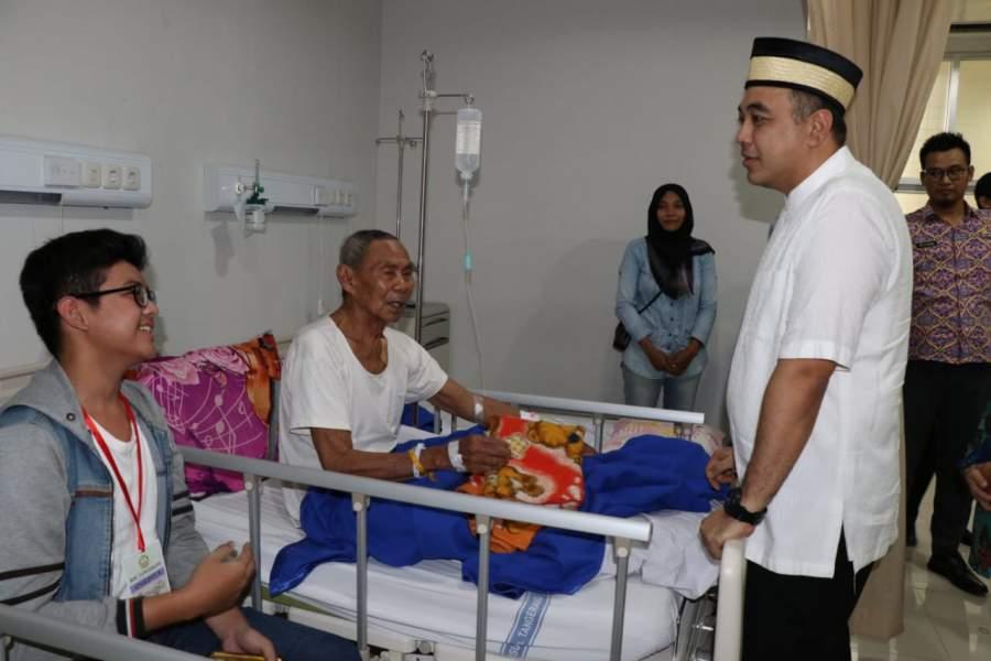 Zaki Santuni Pasien RSU Tangerang