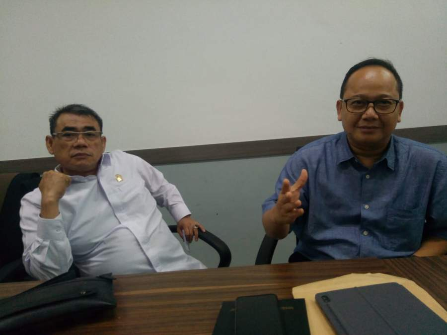 Sukarya dan Sekretaris DPD Golkar Tangsel, Abdul Rasyid.