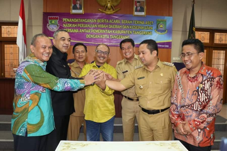 Aset Senilai 315 Diserahterimakan Oleh Bupati Tangerang Ke Walikota