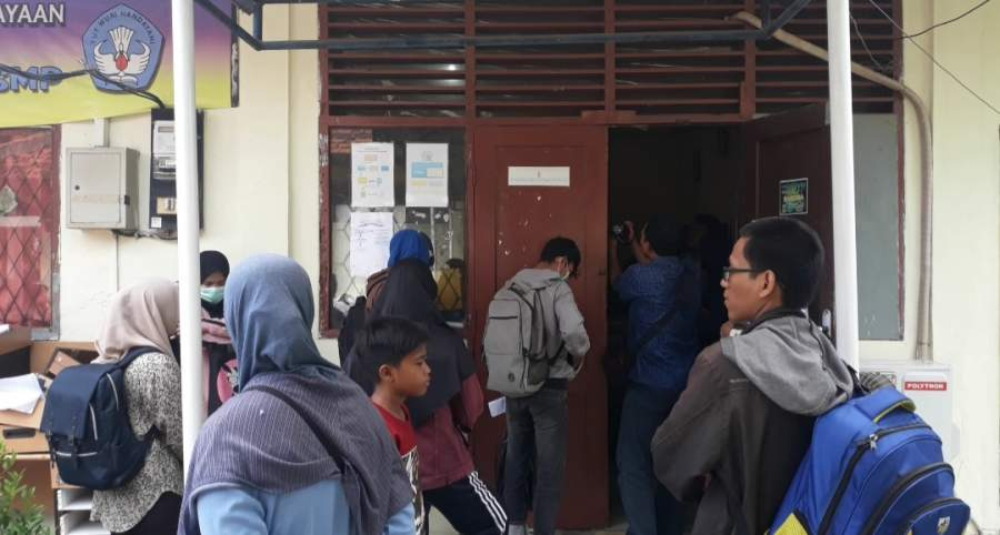 PPDB Online Tingkat SMP, Wali Murid Sebut Tanda Tangan Kepala Dinas Syarat Masuk Sekolah Favorit