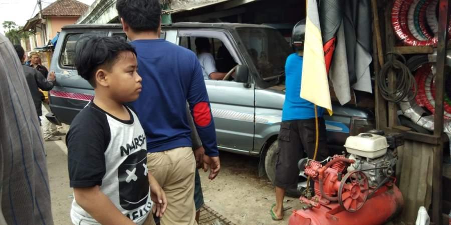 Hindari Tabrakan, Mobil Pejiarah Hantam Warung Milik Warga