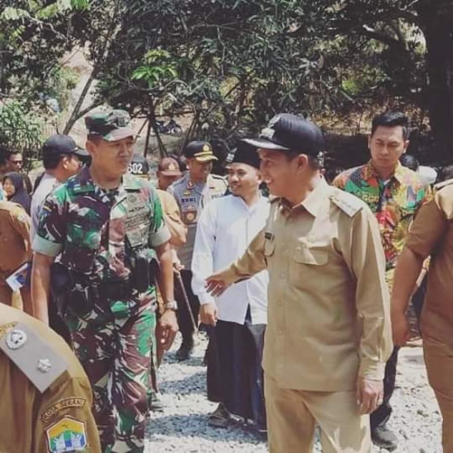 Hasil Swadaya Masyarakat, TNI dan Pemkot Bangun Jalan Perbatasan