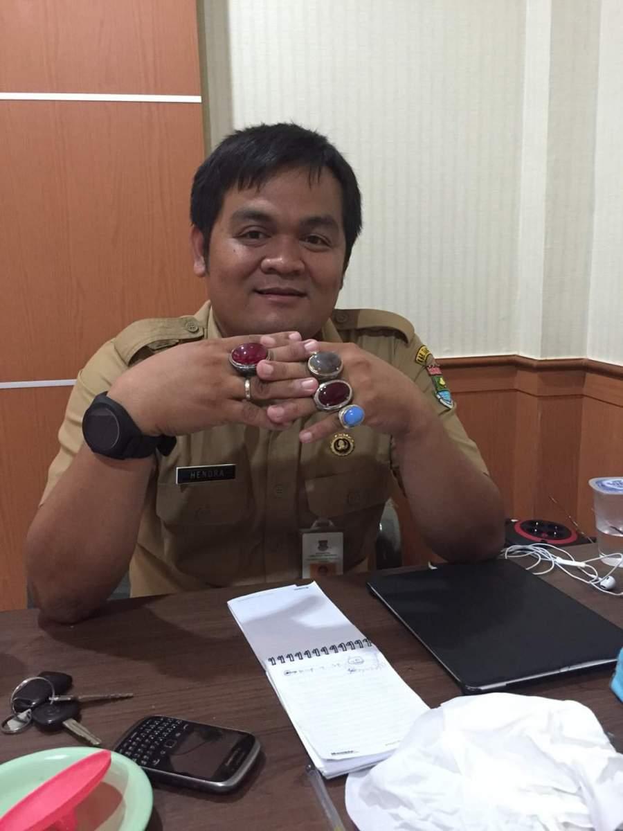 Kepala Seksi Penyelesaian Perselisihan Hubungan Industrial Dinas Tenaga Kerja Kabupaten Tangerang Hendra .