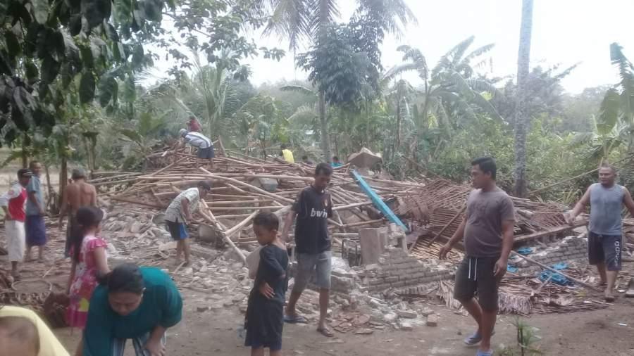 Diterjang Puting Beliung Dua rumah Warga Jambe Rata Dengan Tanah