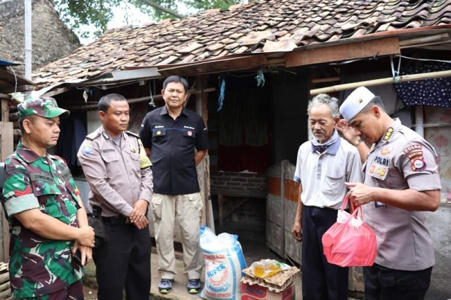 Tim Jumat Barokah Polda Banten, Kunjungi Rumah Abah Soleh