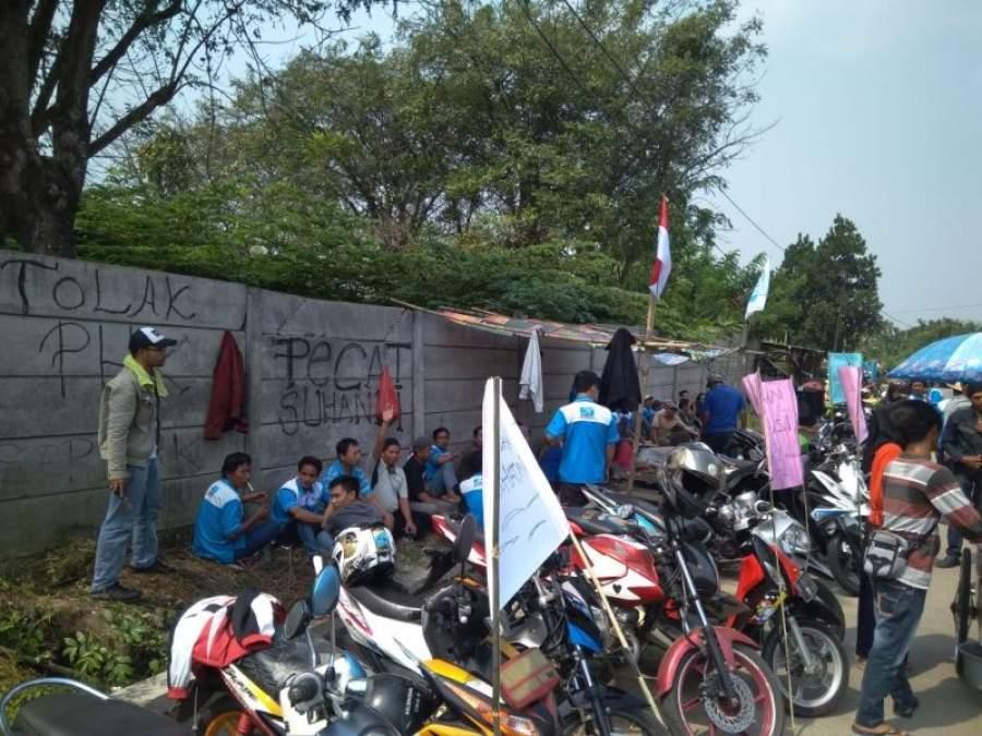 Tuntut BPJS, Puluhan Buruh PT KMA gelar aksi Unjuk Rasa