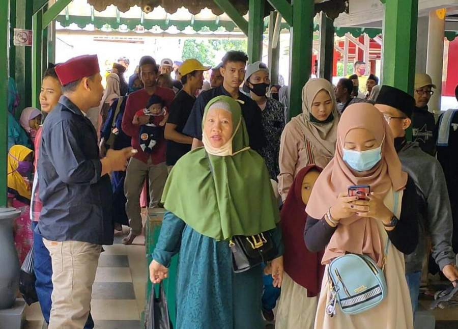Meskipun Telah Di Tutup, Hari Ke 2 Lebaran Warga Tetap Bisa Masuk Area Wisata Banten Lama