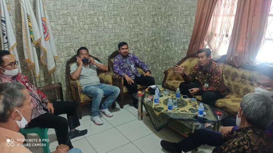 Camat dan Sekcam Balaraja Monitoring Penyaluran Bantuan Covid 19