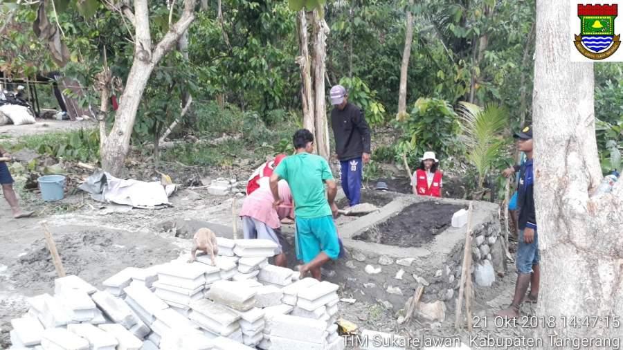 Relawan Tangerang Bangun MCK Dipelosok
